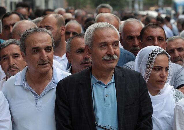 Görevden alınarak yerine kayyum atanan Diyarbakır Büyükşehir Belediye Başkanı Selçuk Mızraklı