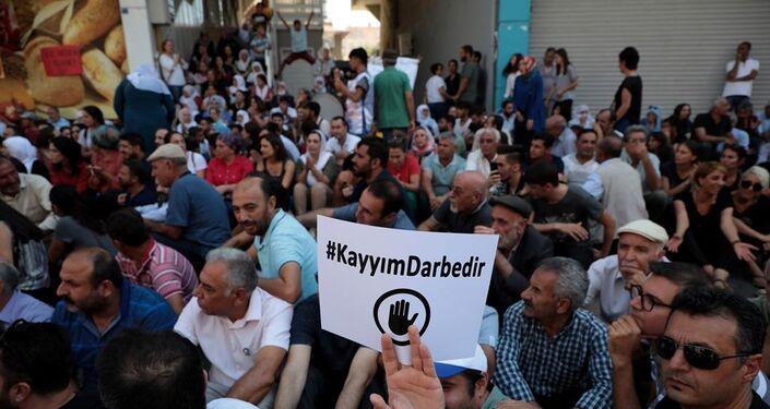 Halkların Demokratik Partisi'nin (HDP) 3 büyükşehir belediyesine kayyum atamalarına karşı başlatılan protesto eylemleri 9. gününde devam ediyor.