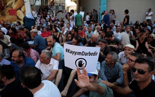 Halkların Demokratik Partisi'nin (HDP) 3 büyükşehir belediyesine kayyum atamalarına karşı başlatılan protesto eylemleri 9. gününde devam ediyor. - Sputnik Türkiye