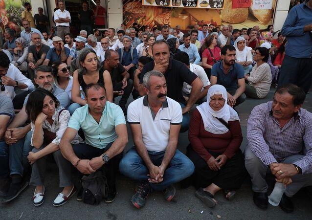 Tunceli Belediye Başkanı Fatih Mehmet Maçoğlu, Diyarbakır'daki kayyum protestosunda