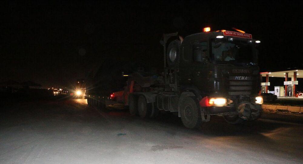 Türk Silahlı Kuvvetleri (TSK) tarafından Suriye sınırındaki askeri birliklere zırhlı araç, iş makinesi ve mühimmat takviyesi yapıldı.