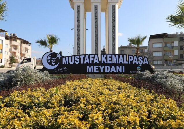 Turgutlu Belediyesi, Ergenekon Mahallesi Fatih Caddesi üzerinde bulunan Mustafa Kemal Paşa Meydanı'ndaki tabelayı yeniledi.