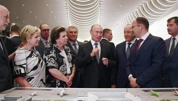 Vladimir Putin, Yuri Gagarin Havalimanı açılışında - Sputnik Türkiye