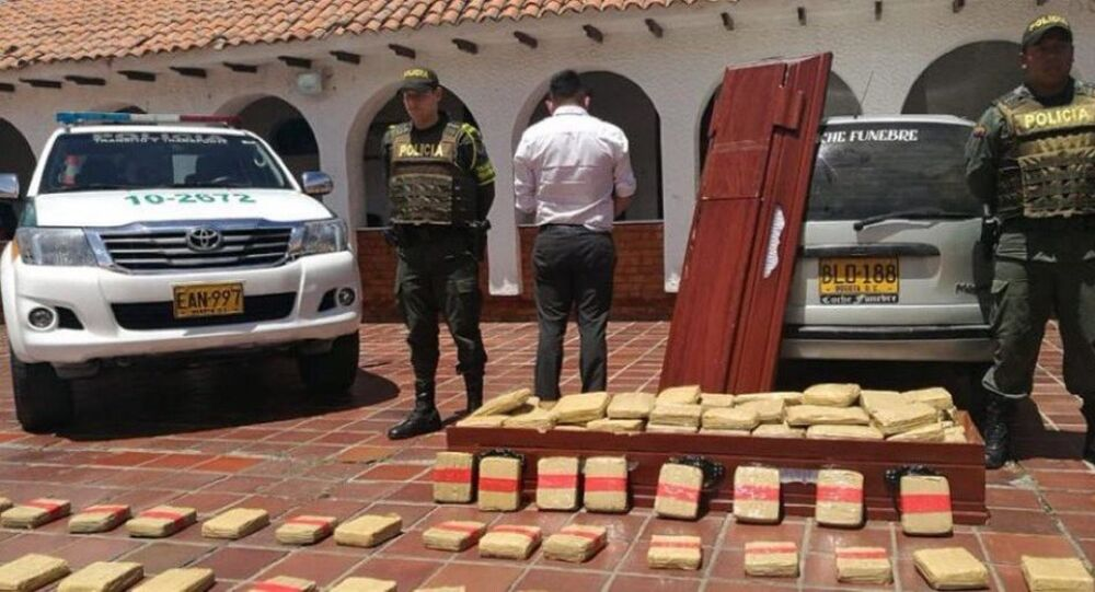 Kolombiya'nın kuzeyindeki Santander bölgesinde bir tabutta 300 kilogramdan fazla marihuana bulundu.
