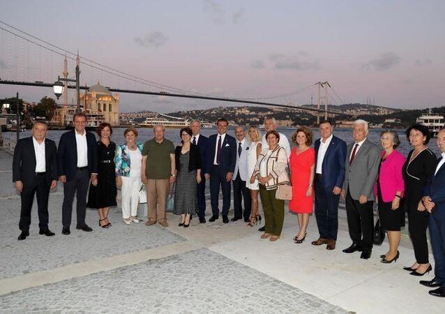CHP'den seçilen büyükşehir belediye başkanları, Sultanahmet Tunuslu Hayrettin Paşa Konağı'nda düzenlenen Büyükşehir Belediye Başkanları Çalıştayında bir araya geldi