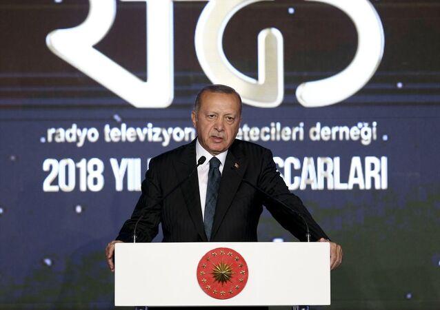 Türkiye Cumhurbaşkanı Recep Tayyip Erdoğan, Radyo Televizyon Gazetecileri Derneğinin JW Marriott Hotel'de düzenlenenen 2018 Yılı Medya Oskarları Ödül Törenine katılarak konuşma yaptı.