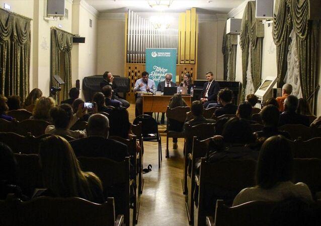 Rusya'nın başkenti Moskova'da, 13. Dostları Topluyoruz Uluslararası Müzik Festivali kapsamında Türk Tasavvuf Düşüncesi ve Ney Hakkında Konuşmalar oturumu düzenlendi.