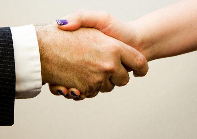 kadın-erkek el sıkışma, tokalaşma
