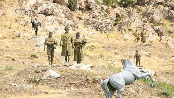 Eskişehir'in Sivrihisar ilçesinde bulunan ve Türkiye'deki ilk açık hava heykel müzesi olma özelliğini taşıyan Metin Yurdanur Açık Hava Heykel Müzesi - Sputnik Türkiye