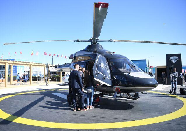 Uluslararası Havacılık Fuarı MAKS-2019'da görücüye çıkarılan Rus yapımı Aurus tasarımlı Ansat helikopteri.