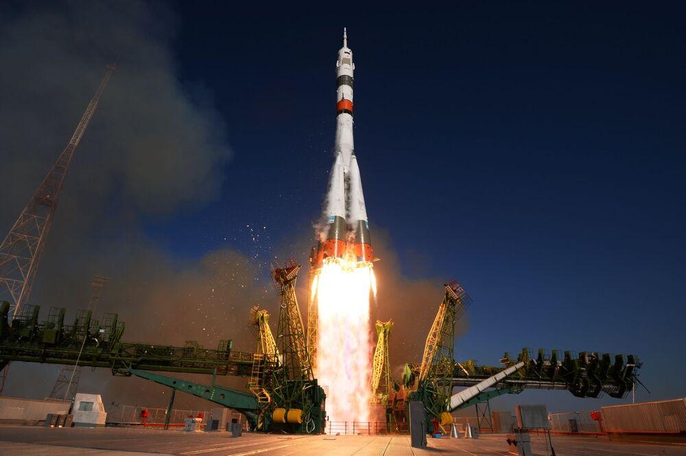 Yeni Soyuz-2.1a kargo füzesi ile  Soyuz MS-14 uzay aracının Baykonur Uzay Üssü'nden fırlatılış anı.
