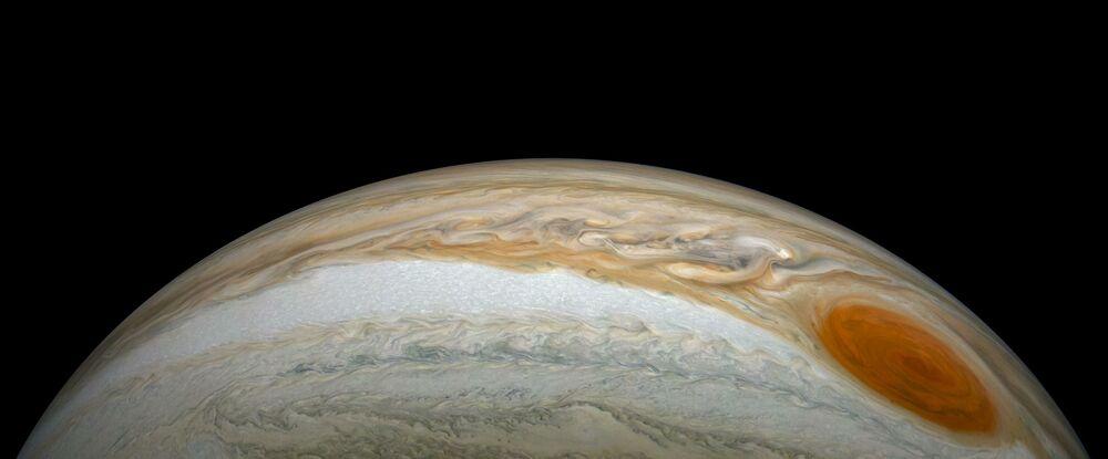 NASA'nın Juno uzay aracı tarafından görüntülenen Jüpiter yüzeyindeki Büyük Kırmızı Leke