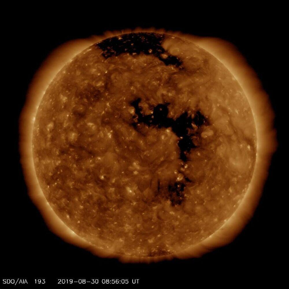 Özel bir filtre kullanan Güneş Dinamikleri Gözlemevi'nin elde ettiği Güneş yüzeyinin görüntüsü.