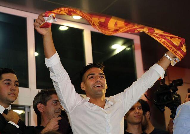 Galatasaray'ın transferi için görüşmelere başlandığını duyurduğu Kolombiyalı futbolcu Radamel Falcao, İstanbul'a geldi.