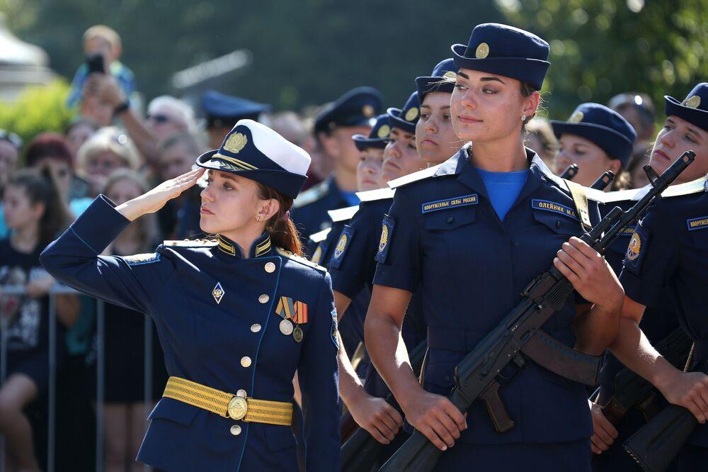 Krasnodar Askeri Havacılık Okulu'nda savaş pilotlarının aldığı eğitim  5 yıl sürmektedir.
