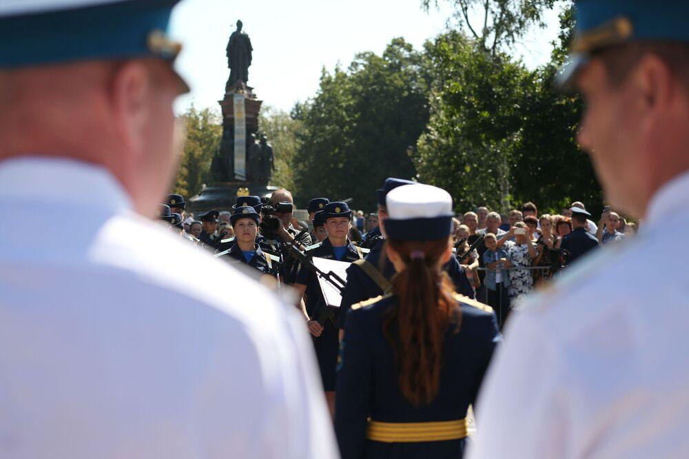 Krasnodar Askeri Havacılık Okulu'nda savaş pilotluğu eğitimine başlayan kadın öğrencilerin katıldığı yemin töreninden bir kare.