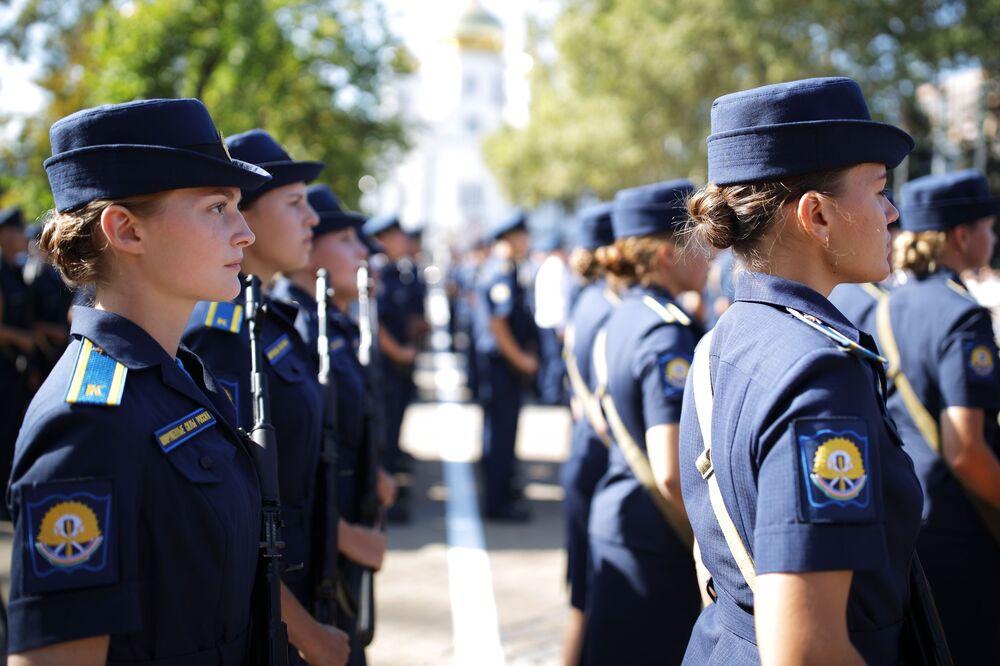 Okulun kadın pilot öğrenci sayısı bu yıl 20'yi buldu.