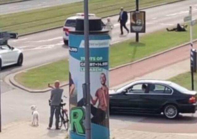 Hollanda'nın ikinci büyük kenti Rotterdam'da düğün konvoyunu uyaran bir polis memurunun dövülmesi üzerine, belediye Türkiye ve Fas kökenli göçmenlere bir dizi yasak getirmeye hazırlanıyor.