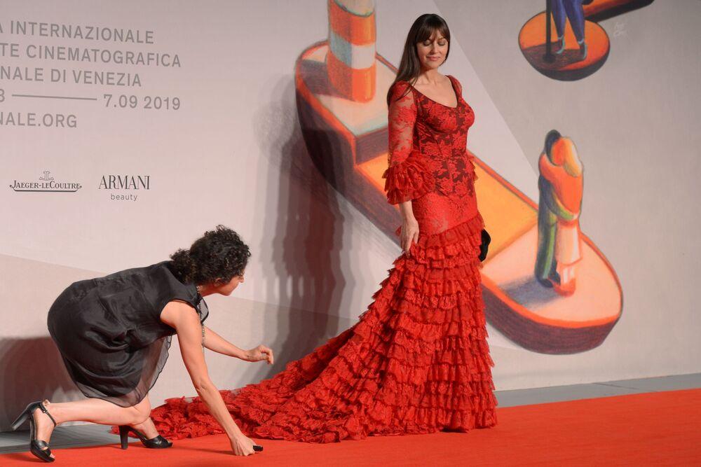 Dünyaca ünlü İtalyan oyuncu Monica Bellucci, Irreversible filminin galasında.
