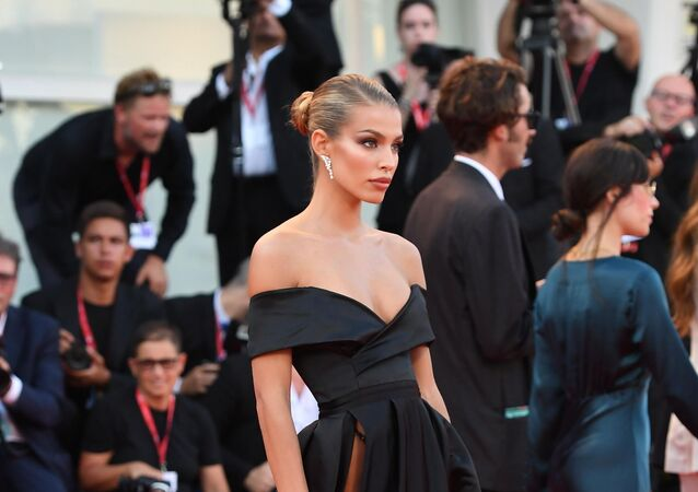 İspanyol model Jessica Goicoechea, J`accuse filminin prömiyerinde.