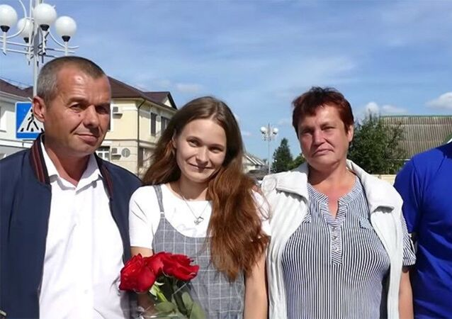 4 yaşındayken trende kaybolan Rus kadın, basit bir internet aramasıyla 20 sene sonra ailesine kavuştu