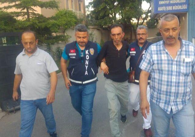 Konya'da platonik aşık olduğu komşusunun kızı öğretmen Şeyma Sarı ile kız kardeşi Tuğba Sarı'yı tabancayla öldüren, anneleri Hacer Sarı'yı da ağır yaralayan Muzaffer Canpolat