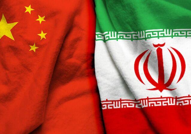 Çin İran bayrakları