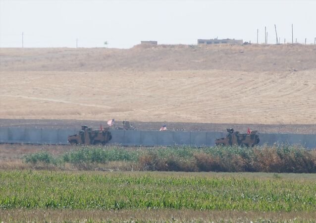 Türk Silahlı Kuvvetleri ile ABD Silahlı Kuvvetleri unsurlarınca Suriye'de Fırat'ın doğusunda icra edilecek ilk müşterek kara devriye faaliyeti, ABD'ye ait zırhlı araçlar sınır hattında