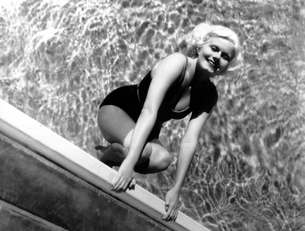 1930'lu yıllarda seksi ve baştan çıkarıcı kadınların en ünlü sembolü  oyuncu Jean Harlow'du.