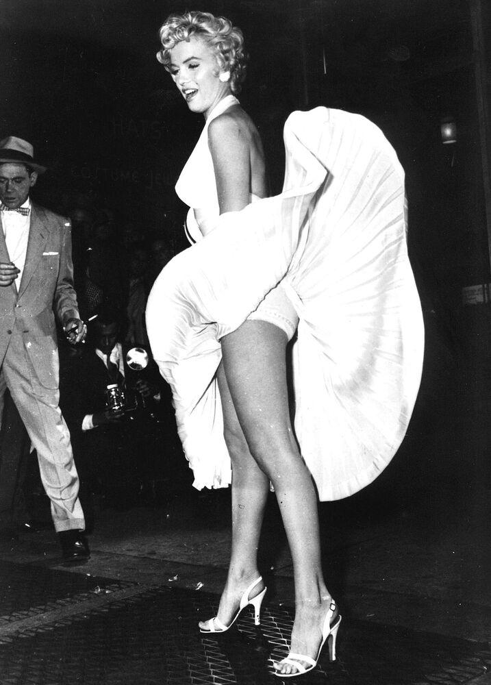 1950'lerde güzellik algısını ifade eden örnek vermek gerekiyorsa akla ilk gelen isim, dönemin  seks sembolü  oyuncu Marilyn Monroe'dur. Uzun bacakları ve kum saati olarak bilinen vücut hatlarıyla cezbedici bir dış görünüşe sahip bu efsane kadın, dünya güzellik standardını önemli ölçüde etkilemiş isimlerden biri  olarak tarihe geçti.
