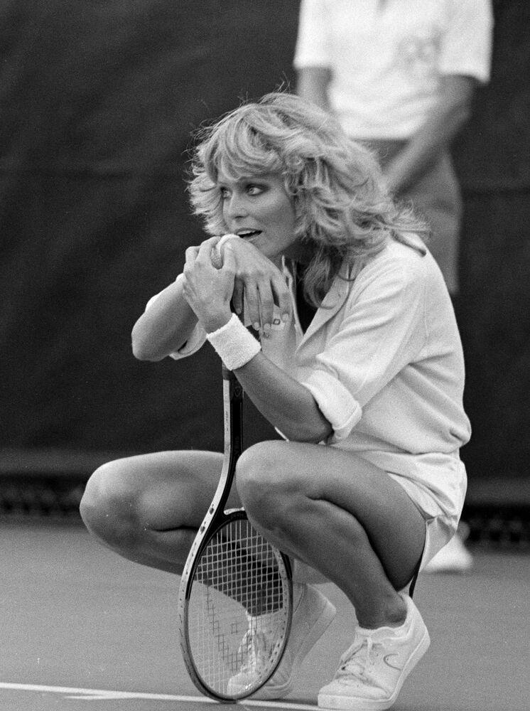 1970'lerde ideal güzellik, minimal bir vücut tipi, atletik görünüm, bronz ten ve doğal makyajdan geçiyordu. Bütün bu özelliklere sahip ABD'li oyuncu Farah Fawcett, bu özellikleri barındıran en güzel kadındı.
