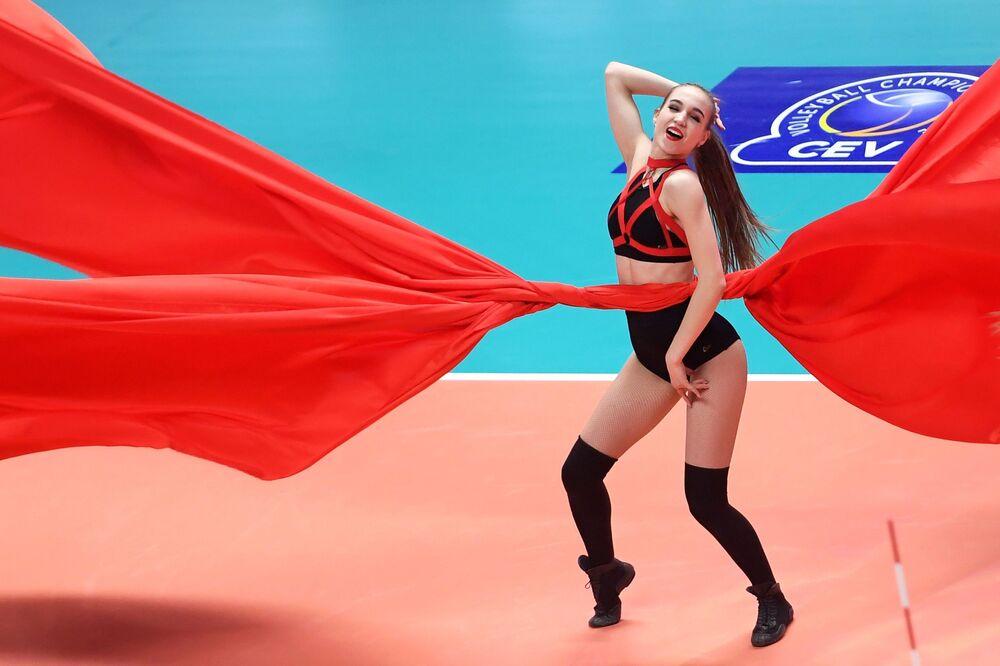 Rusya'ya bağlı Tataristan Cumhuriyeti'nin başkenti Kazan, en güzel kadınların yaşadığı şehirler sıralamasında 6. oldu.
