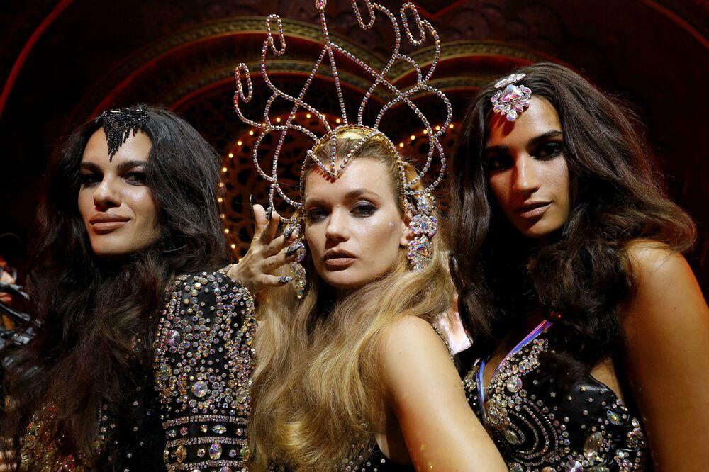 New York Moda Haftası kapsamında düzenlenen The Blonds x Moulin Rouge gösterisine katılan modeller.