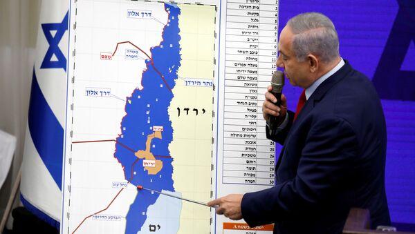 Benyamin Netanyahu'nun yeniden başbakan seçilirse Batı Şeria'yı ilhak edeceğini açıkladığı basın toplantısı, İsrail kanallarında canlı yayımlandı. - Sputnik Türkiye