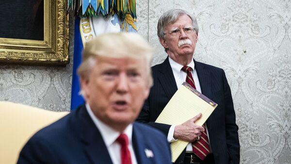 Donald Trump, John Bolton - Sputnik Türkiye