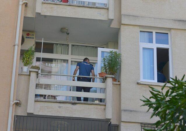 70 yaşındaki kadın yaptığı menemenin oğlu tarafından beğenilmemesi üzerine 2. kattan atladı.