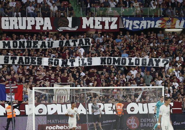 30Ağustos 2019'da oynananMetz-Paris Saint-Germain (PSG) maçında, hakemlerin maça ara verilmesi kararına yol açan tribünlerdeki 'homofobik' pankartlar