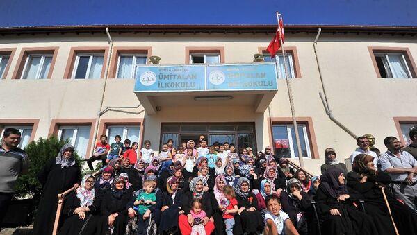 Bursa'nın Kestel ilçesindeki Ümitalan Ortaokulu, öğrenci sayısının 40'ın altında olması nedeniyle kapatıldı. - Sputnik Türkiye
