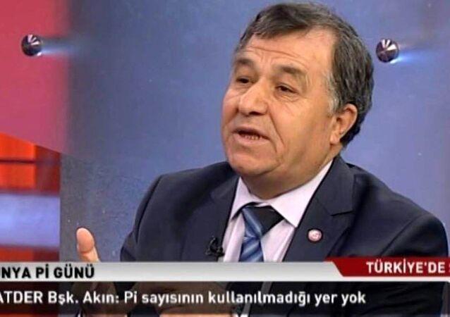 Ankara'da üniversitede öğretim görevlisi, Matematikçiler Derneği Başkanı Prof. Dr. Ömer Akın'