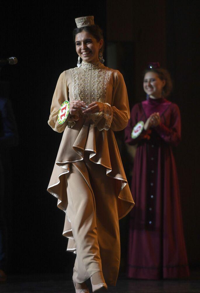 Tatar Kızı 2019  Güzellik Yarışması'nın katılımcılarından biri.