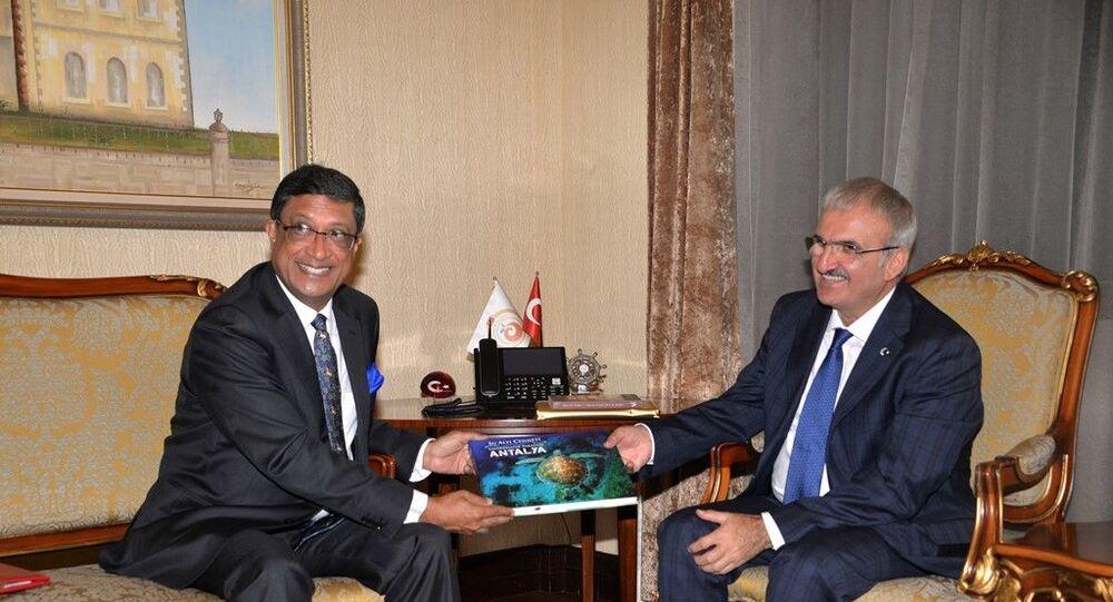 Antalya Valisi Münir Karaloğlu ve Hindistan Büyükelçisi Sanjay Bhattcharyy