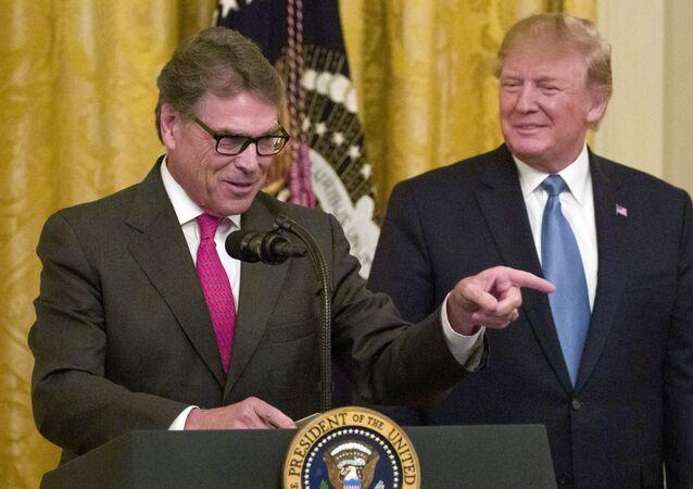 ABD Enerji Bakanı Rick Perry ve ABD Başkanı Donald Trump