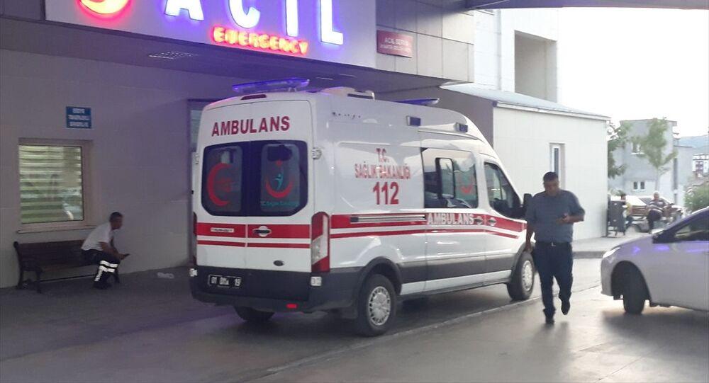 Adana'nın Kozan ilçesinde 4 yaşındaki çocuk evde av tüfeğiyle vurularak yaralandı.