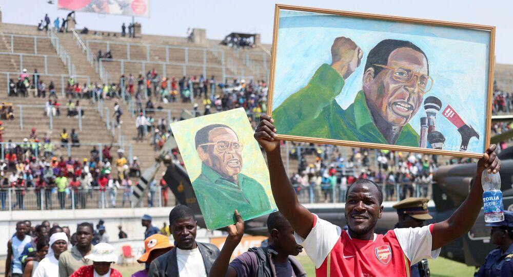 Zimbabve eski Devlet Başkanı Robert Mugabe için başkent Harare'deki ulusal stadyumda cenaze töreni düzenlendi.