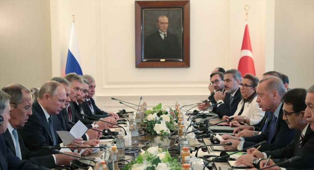Türkiye Cumhurbaşkanı Recep Tayyip Erdoğan, Çankaya Köşkü'nde Rusya Devlet Başkanı Vladimir Putin ve beraberindekilerle heyetlerarası görüşme gerçekleştirdi.