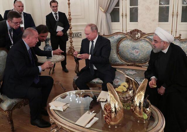 Erdoğan, Putin ve Ruhani'ye Aydın yöresi İncir'inden ikram etti.