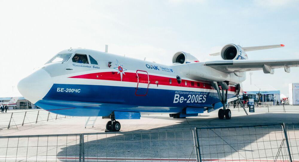 Rus yapımı, yangın söndürme görevi gören Be-200ES