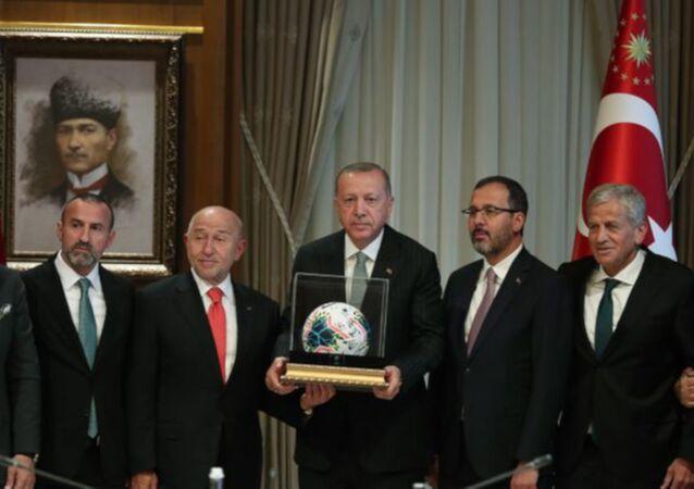 Cumhurbaşkanı Erdoğan, TFF Yönetim Kurulunu kabul etti