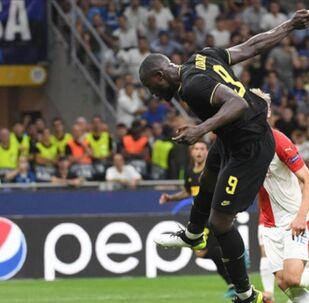 Avrupa futbolunun kulüp düzeyindeki en önemli organizasyonu UEFA Şampiyonlar Ligi'nde 2019-20 sezonu, F ve G gruplarında oynanan birer maçla başladı.