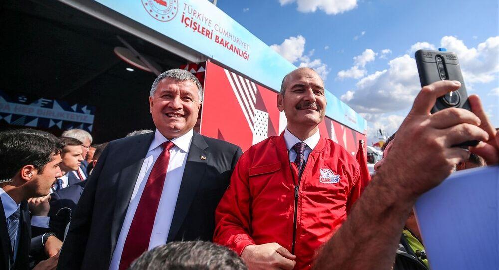 Türkiye'nin en büyük teknoloji etkinliği TEKNOFEST İstanbul Havacılık, Uzay ve Teknoloji Festivali'ni (TEKNOFEST İstanbul) ziyaret eden İçişleri Bakanı Süleyman Soylu'ya Ukrayna İçişleri Bakanı Arsen Avakov eşlik etti.
